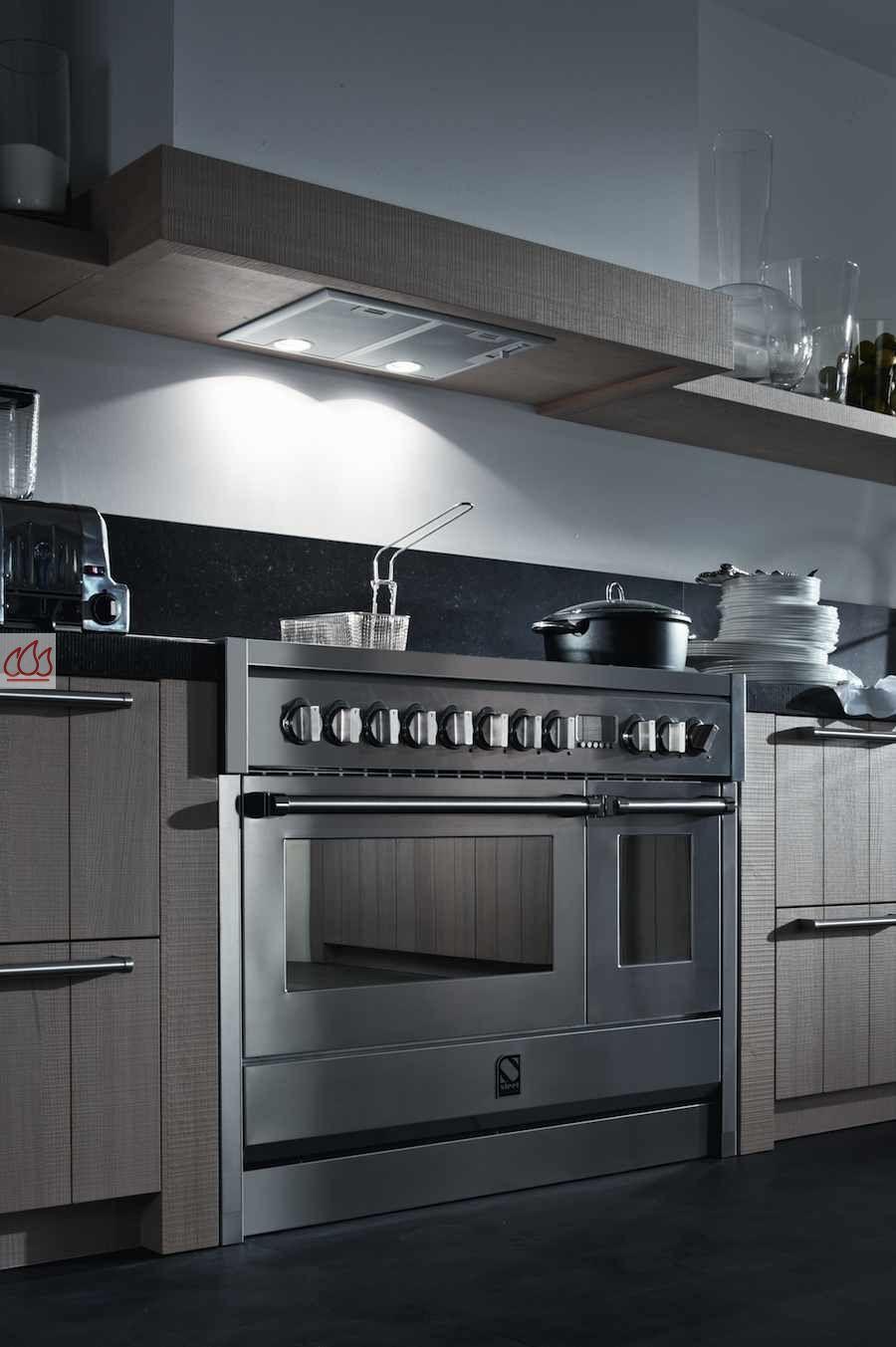 piano de cuisson avec 1 four combin vapeur et 1 four. Black Bedroom Furniture Sets. Home Design Ideas
